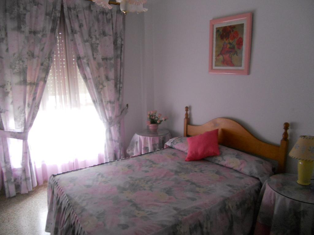Dormitorio luminoso por las mañanas